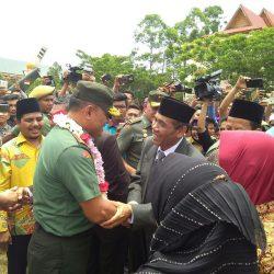 Antusias Peserta Sambut Kedatangan Panglima TNI