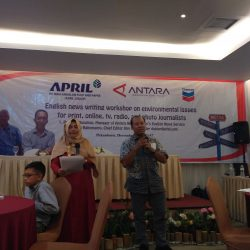 Antara Riau Holds English News Writing Workshop on Enviromental Issues
