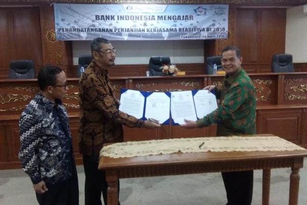 Rektor UIN Suska Tandatangani Perjanjian Kerjasama Beasiswa BI 2018