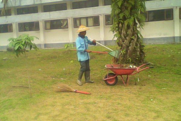 Pimpinan Petugas Kebersihan Klarifikasi Soal Pemotongan Gaji Karyawan