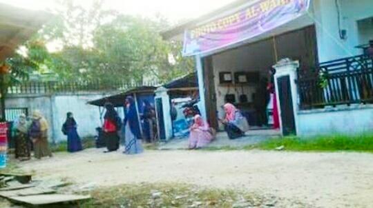 Mahasiswa Keluhkan Pintu Gerbang FEIS Lama Dibuka