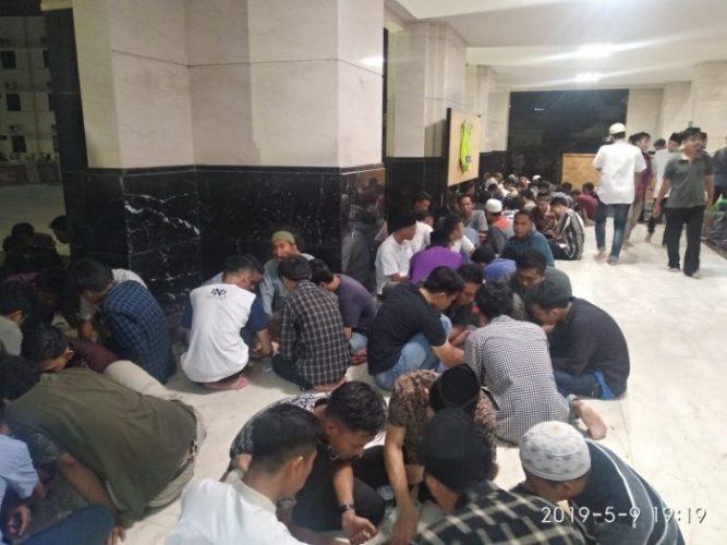 Sediakan Buka Puasa Gratis, Masjid Abu Darda Jadi Buruan Mahasiswa