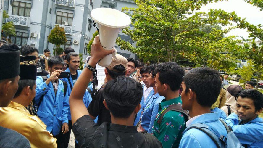 Menuntut Hak, Mahasiswa FST Lakukan Aksi