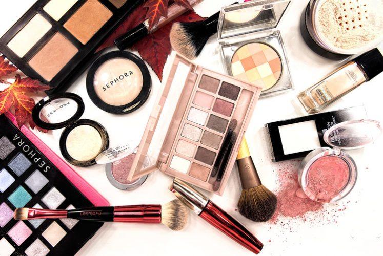 Make Up Sebagai Kebutuhan Mahasiswi