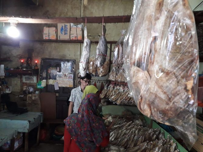 Berburu Ikan Asin di Negeri Seribu Kubah