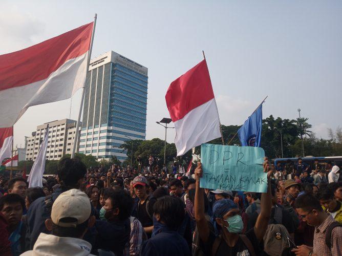 Mahasiswa Geruduk Gedung DPR RI, Kecam Pengesahan RUU KPK