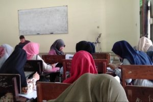 Kekurangan Kelas, Mahasiswa FEIS Kuliah di Kampus Sukajadi