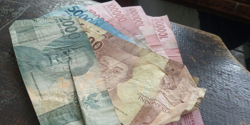 Penggunaan Uang Kertas Semakin Tak Relevan
