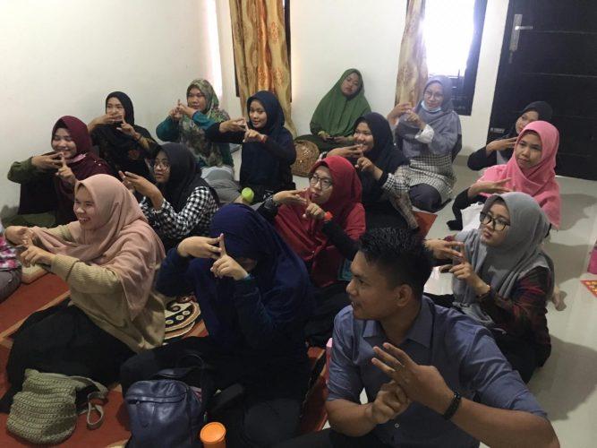 Belajar Bahasa Isyarat di Komunitas Tuli Lancang Kuning