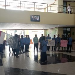 Ketidakterbukaan Soal Temuan Dana Rp 42 Milyar, Mahasiswa Gelar Aksi Turunkan Rektor