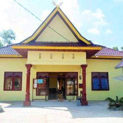 Warga Desa Sidomulyo, Inhu Laksanakan Ibadah di Luar Rumah