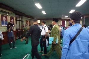 Adakan Aksi Lanjutan, Mahasiswa Segel Gedung Rektorat UIN Suska Riau