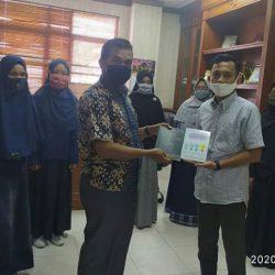 Mahasiswa Bidikmisi Hadiahkan Buku Antologi Kisah Inspiratif untuk UIN Suska Riau