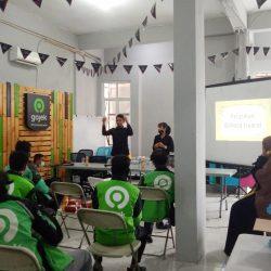 Bersama Kutilang, Gojek Pekanbaru Adakan Pelatihan Dasar Bahasa Isyarat