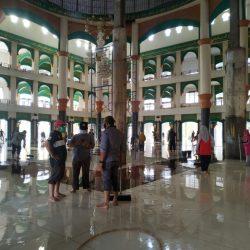 Civitas Akademik Goro Bersihkan Masjid Al-Jami'ah UIN Suska
