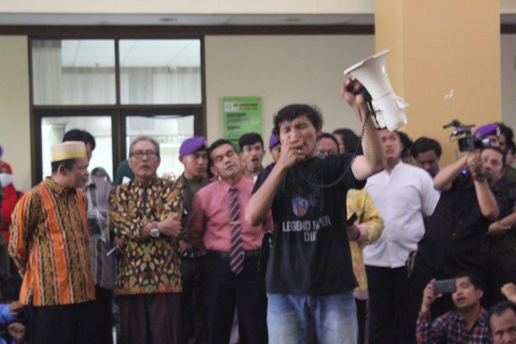 APK Request Five Demands