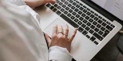 Tips Kerjakan Tugas Secara Efektif , Dapat Periksa Typo  Menggunakan Google Docs